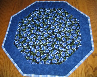 """Quilted Octagon Mat with Blueberries on a Black Background - 16"""" diameter"""