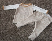 Sized 0-3 month Baby Lap Tee and Cuffed Leggings in Feather Design and Cream