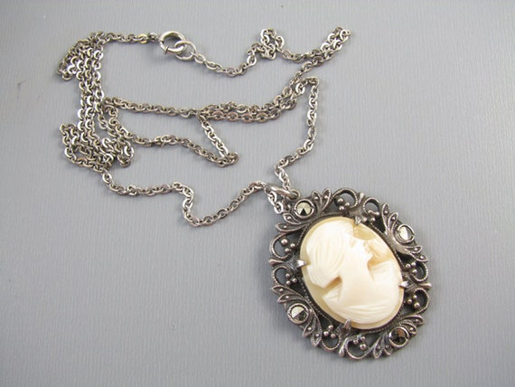 Vintage Art Deco sterling silver filigree marcasite cameo pendant necklace