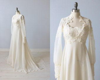 Vintage 1970s Long Sleeve Lace Wedding Dress / Vintage 70s Wedding Gown / Boho / Chiffon