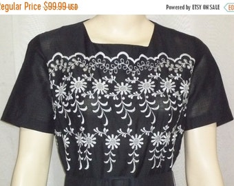 Spooktacular SALE Vintage Judy Sue Dallas Black Embroidered Lace Full Circle Dress Small