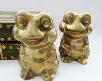 Vintage Brass frog bookends - Solid brass sitting frogs bookends - brass figurine statue door-stop paper-weight  shelf decor
