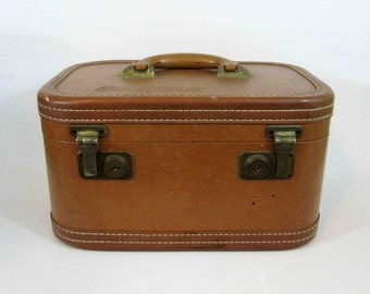 Vintage Train Case in Brown with Brass Hardware. Circa 1950's - 1960's.