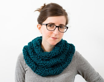 Knitted Infinity Scarf, Chunky Knit Cowl, Winter Wool Neckwarmer - Pinesap Scarf