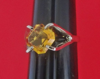 Vintage silver tone size 4 ring  with golden yellow rhinestone in great condition