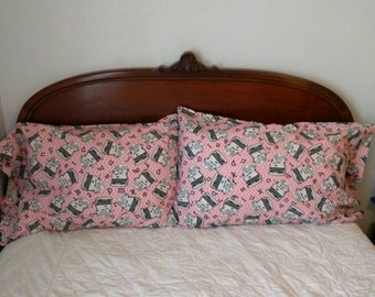 Set of two fantastic flannel pillowcases in pink typewriter