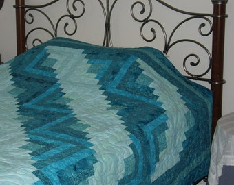 Beautiful Teal Log Cabin Quilt