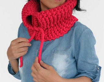 Red Knit Winter Scarf, Chunky Cowl, Unisex Infinity Scarf, Knited Men Cowl, Red Neck Warmer, Cozy Neckwear, Winter Outdoor Activity
