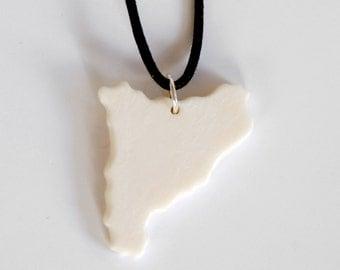 Catalunya pendant,catalonia pendant,cataluña pendant,catalunya bone pendant,catalonia handmade bone pendant,cataluña bone necklace