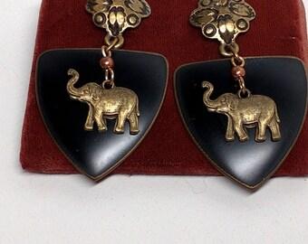 Vintage - Cute Elephant Earrings -  Elephants in Front of a Shield