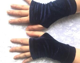 Blue navy   velvet gloves
