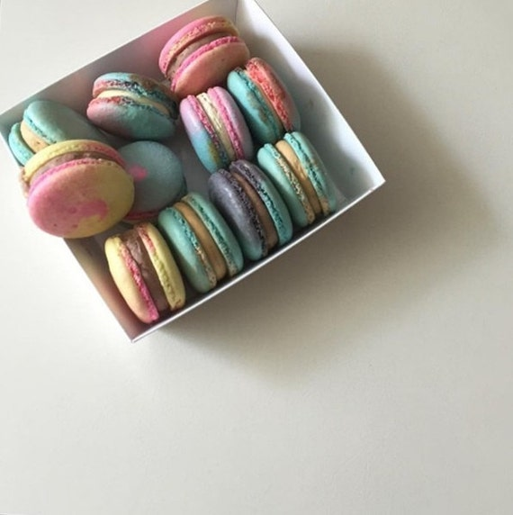 10 square packages in white for macarons, sandwich and breads