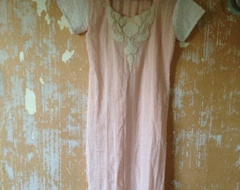 ON SALE vintage.  70s Pink and White Cotton Beaded Tunic // S to M