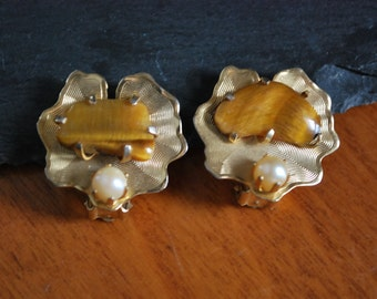 Vintage Weiss signed cultured pearl and tiger eye gold clip earrings