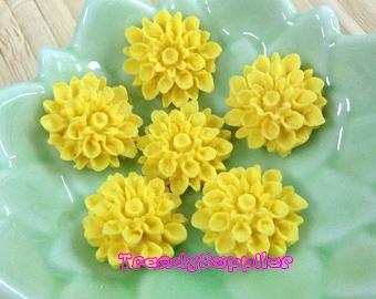 10 pcs Yellow Chrysanthemum Cabochon (010)