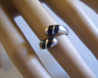 Vintage Mexican Taxco Sterling Silver and Onyx Band Ring