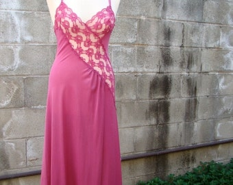 ON SALE Vintage 70s / Hot Pink / Lace / Sweetheart / Nightgown /SMALL