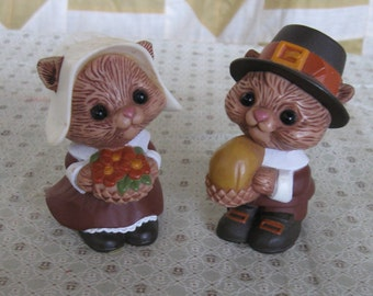 Vintage Hallmark Thanksgiving Chipmunk / Squirrel Pilgrim Salt Pepper Shakers Figurine Set