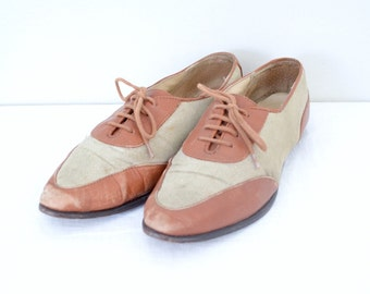 1990s brown leather spectator flats // two tone lace up tan linen oxfords // size 8