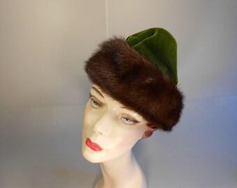 Champagne & Caviar - Vintage 1940s Hattie Carnegie Russian Forest Moss Green Velvet Toque w/Fox Fur Trim