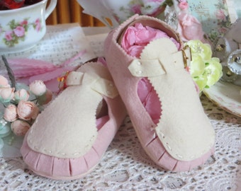 Vintage Felt Wool Baby Shoes-Unused-1950s-Pink and Cream Buckle Mary Janes