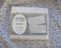 Vintage LeeWards Embroidered Stamped Pillowcase Kit Meadow Daisy 01-60002
