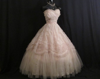 Vintage 1950's 50s Bombshell STRAPLESS Pink Embroidered Chiffon Tulle Circle Skirt Party Prom Wedding Dress Gown