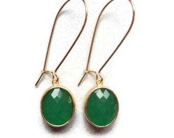 Emerald green jade glass and gold dangle earrings. Green and gold. Bridal earrings.  Bridesmaid earrings.  Wedding jewelry.  Bridal jewelry.