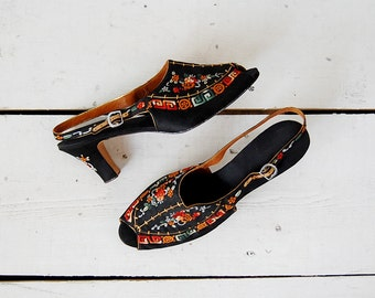 vintage 1930s shoes / 30s embroidered heels / chinese embroidered shoes / Peony Pavilion shoes