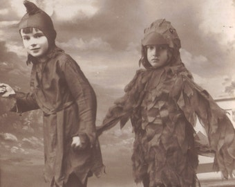 Peter Crackergood Leads Jenny Wren-Wren Back Home Again! circa 1920s