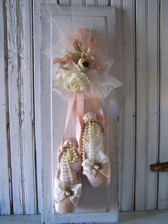 Shabbychic wall decor pink pointe ballet slippers white roses for Ballet shoes decoration