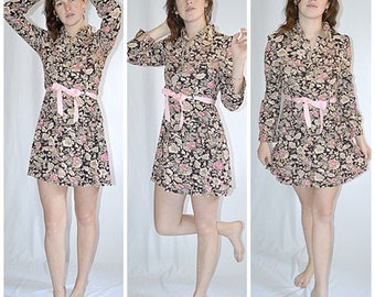 Vintage 1970s Brown Cream Rose and Lavender French Provincial Print Long Sleeved Mini Dress 38 Inch Bust