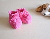 Newborn booties or baby girl slippers, fuchsia shoes, handmade in wool crochet socks