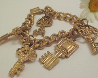 VINTAGE Napier Highly Collectibe RARE Charm Key Bracelet - Chunky - Excellent