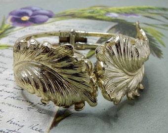 Vintage Gold Tone Feather Hinged Clamper Bracelet    NCY39