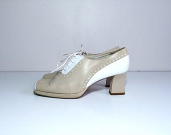 90s tan and white platform leather lace up oxford heels size 7.5