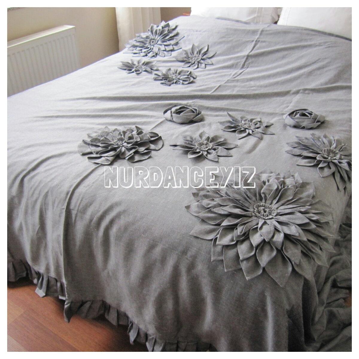 Shabby chic gray linen bedding dahlia bloom flower applique for Linge shabby chic