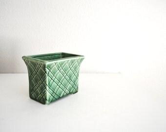 vintage standford sebring ohio green vase planter- lattice crosshatch pattern