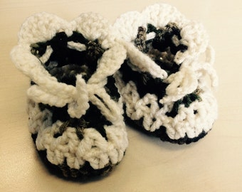 SALE - 50 % OFF Crochet baby booties Camouflage