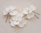 Swarovski Bridal Hair Flowers, Lace Bride hair Flowers, Winter Wedding Hair Pins, Crystal Bridal Hair Flowers, Lace Bridal Hair Accessories