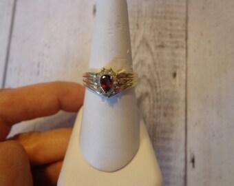 Ladies Vintage Gold Tone and Rhinestone Fashion Ring Size 9