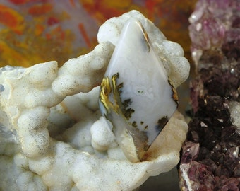 WOW Agate Cabochon (ARH012) This cabochon measures 44mm x 24mm x 5mm; weighs 6.9 grams