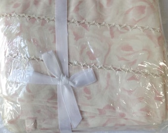 Eileen UTICA  2 king pillowcases new old stock sealed pack,100% combed cotton percale , petal pink. USA. Luxury Bedding. Home decor Gift