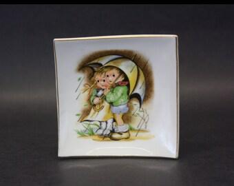 Vintage Hummel-Like Children Under Umbrella Dish (E5105)