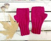 Knitting Fingerless Glove  / Hand Knit Fingerless Gloves  / Dark Pink  / Medium size fits most  / Autumn color / Siglamen pink