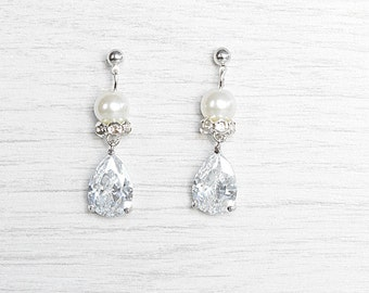 Dazzling crystals earrings for bride. Bridal crystals earrings. Bride teardrop earrings. Wedding pearls earrings. Bride earrings online.