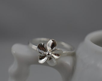 Flower Ring in Sterling Silver / 925 Floral Stacking/Stack Ring / Nature
