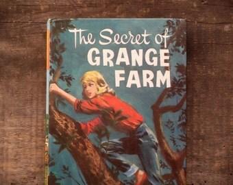Vintage girls' fiction The Secret of Grange Farm by Frances Cowen vintage 1960s book