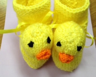 Knitted duck booties for your baby