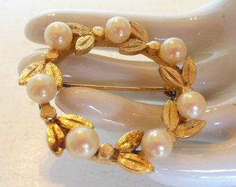 Vintage Brooch Pearl Gold Leaves Circle 50's (item 199)